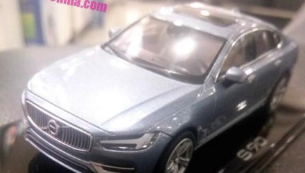 Closer look at 2016 Volvo S90 via scale model