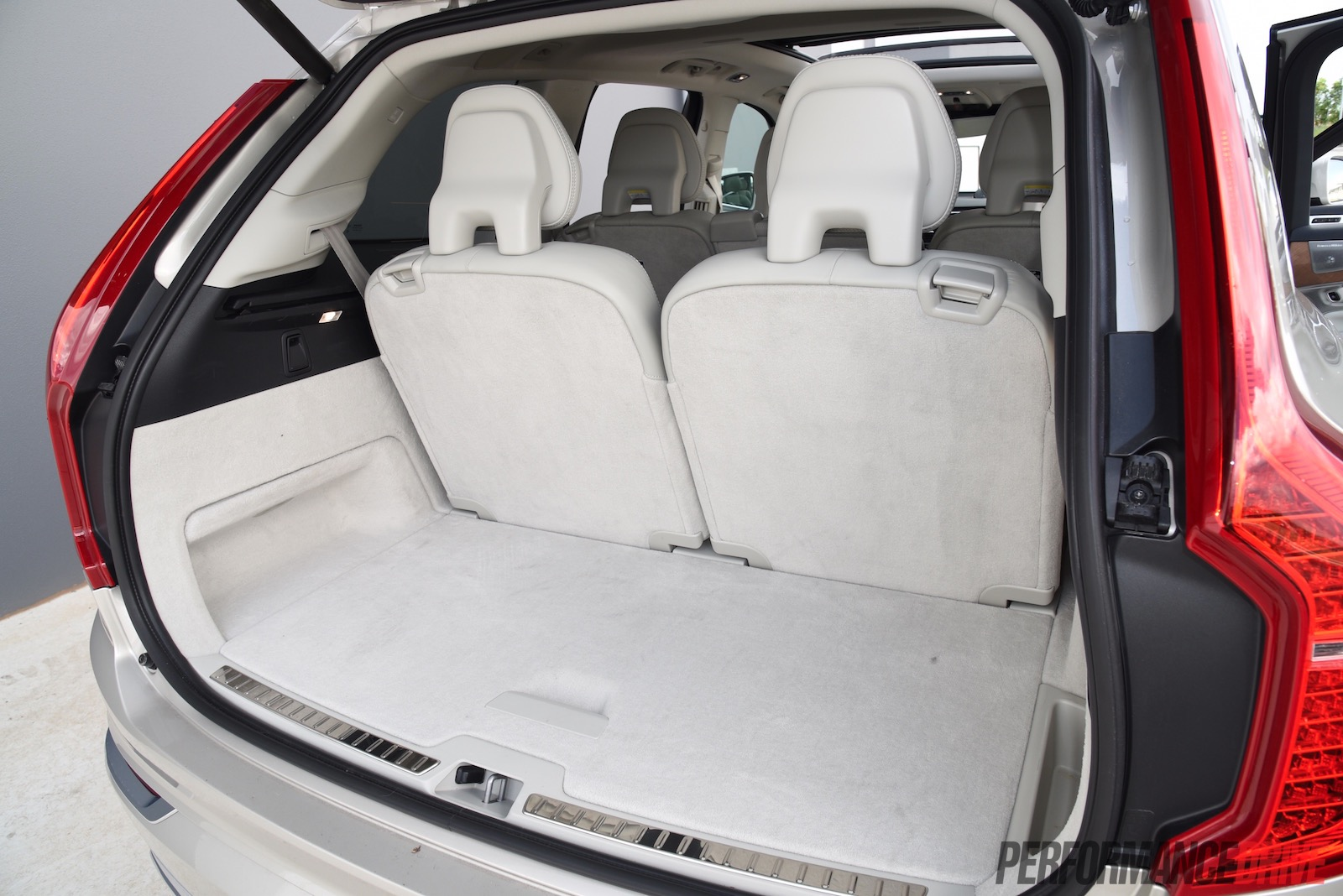 2016 volvo xc90 t6 inscription min cargo space. Black Bedroom Furniture Sets. Home Design Ideas