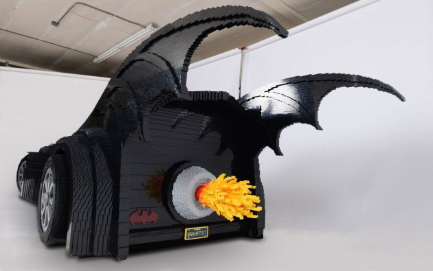 Lego Batmobile-rear