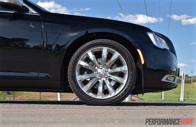 2015 Chrysler 300C Luxury-20in wheels