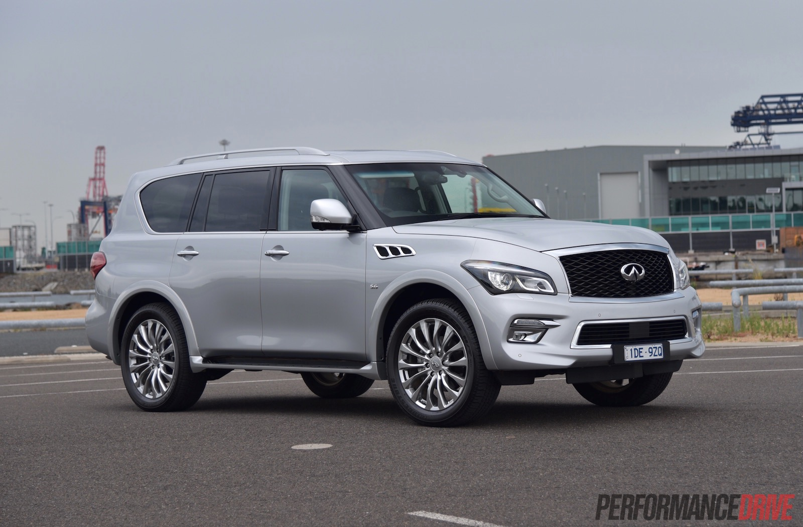 2015 infiniti qx80 review video performancedrive. Black Bedroom Furniture Sets. Home Design Ideas
