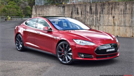 2015 Tesla Model S P90D review (video)