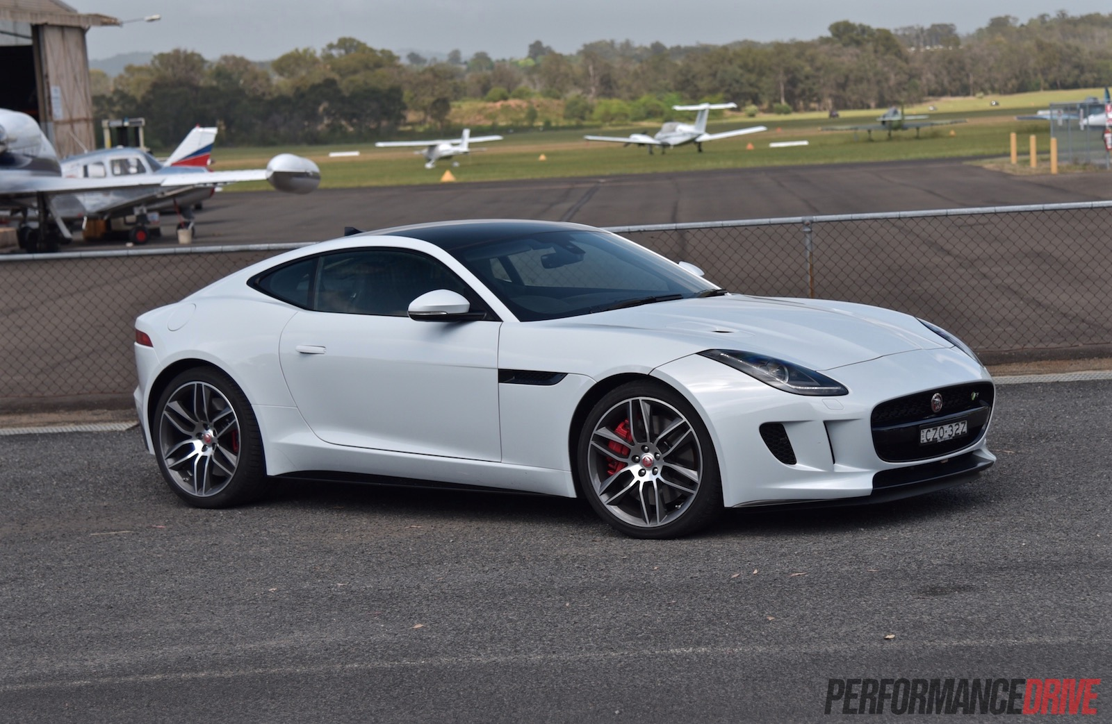 2015 jaguar f type r coupe car interior design. Black Bedroom Furniture Sets. Home Design Ideas