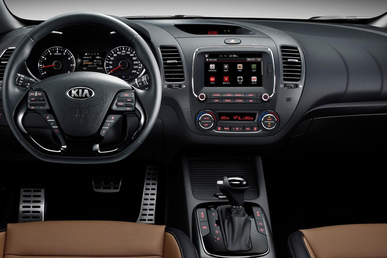 2016-Kia-Cerato-sedan-dash-1280x853.jpg