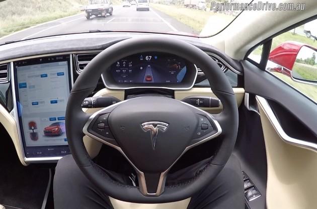 Tesla Model S-Auto Pilot