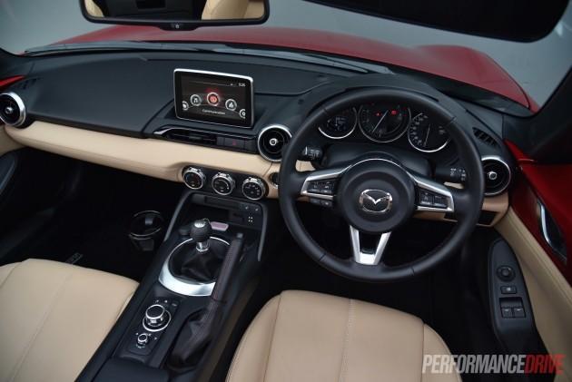 2016 Mazda MX-5 GT-dash