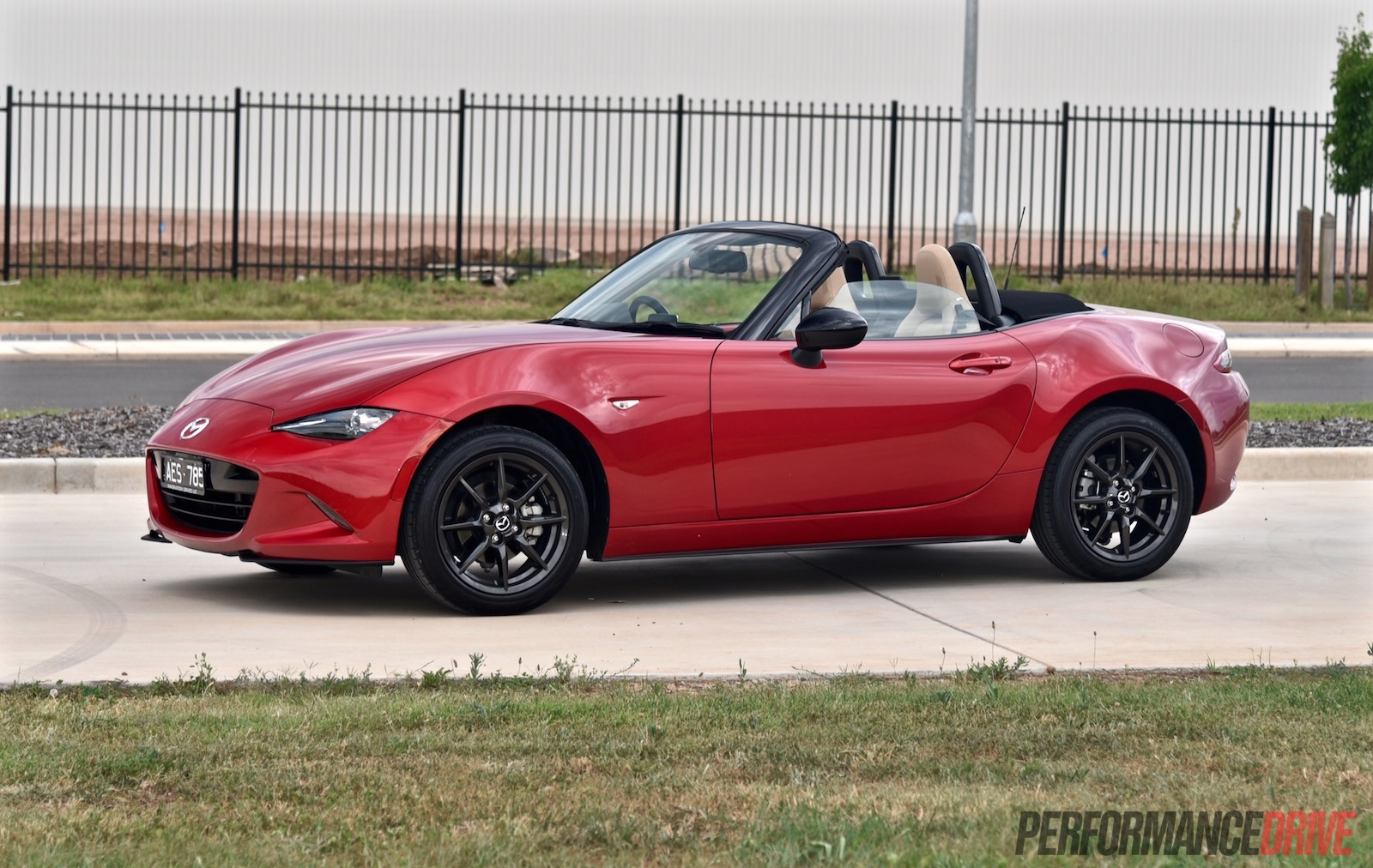 2016 mazda mx 5 gt 1 5l review video performancedrive. Black Bedroom Furniture Sets. Home Design Ideas