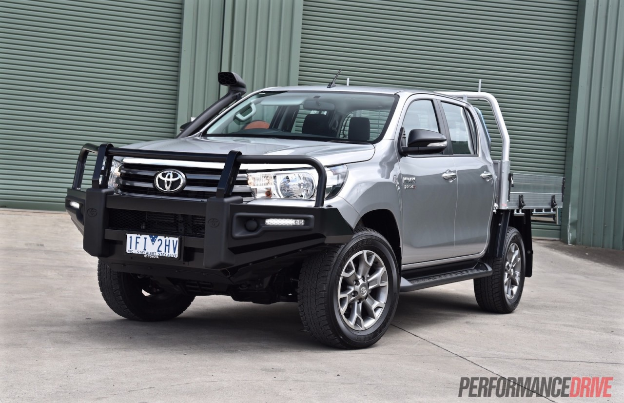 2016 toyota hilux 2 8 td review video performancedrive. Black Bedroom Furniture Sets. Home Design Ideas