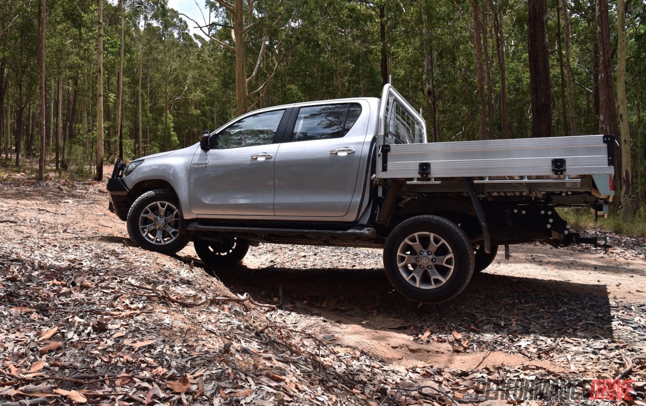 2016 toyota hilux sr 4x4 cab chassis review caradvice - 2016 Toyota Hilux Sr Suspension Lift