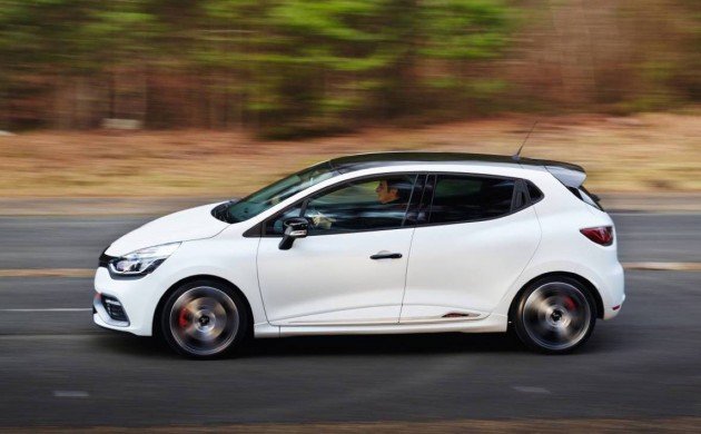 Renault-Clio-R.S.-220-Trophy-side