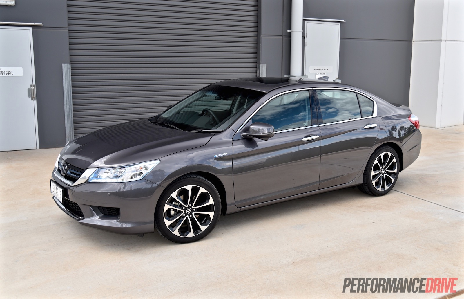 Honda accord sport hybrid review video performancedrive for Honda accord sport price