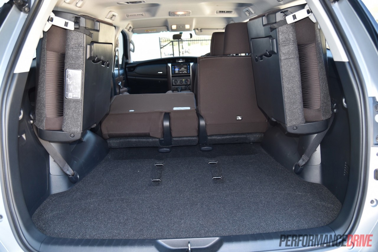 2016 toyota fortuner gx cargo space