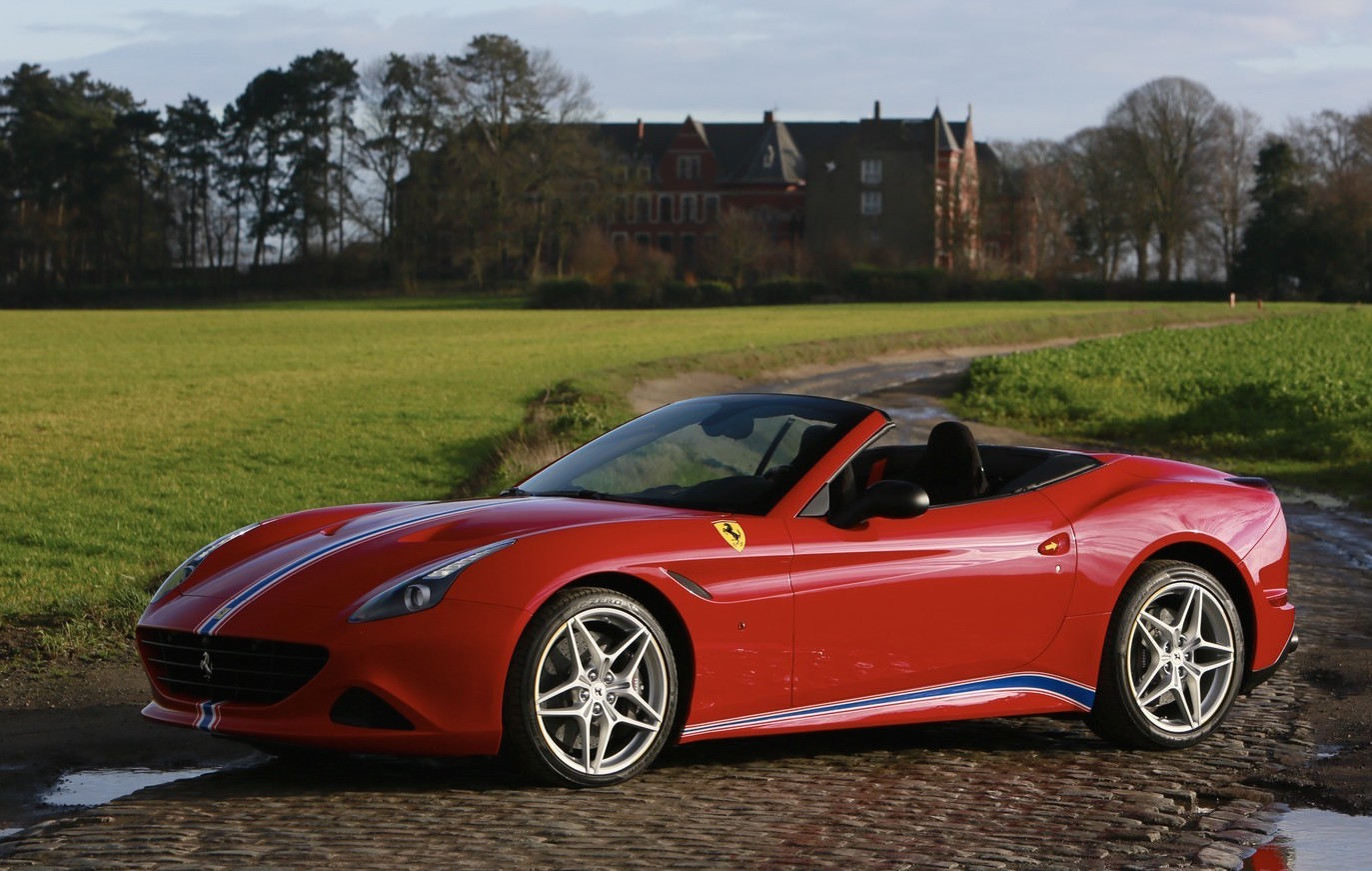 ferrari california t shows off tailor made possibilities performancedrive. Black Bedroom Furniture Sets. Home Design Ideas