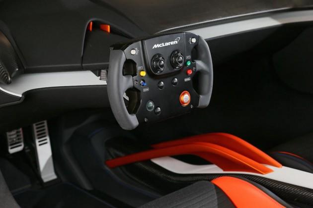 McLaren 675LT JVCKENWOOD-interior