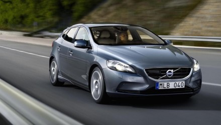 2016 Volvo V40 facelift to debut at Geneva, online reveal February 24