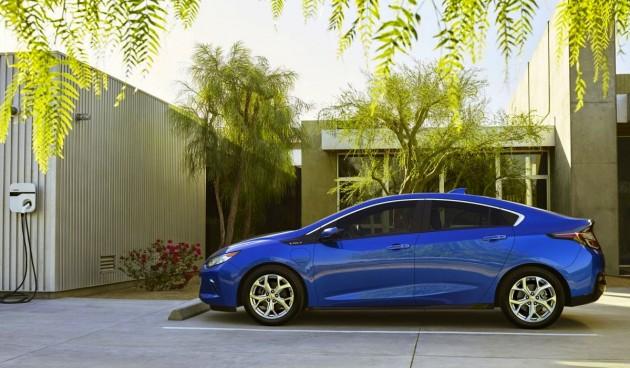 2016-Chevrolet-Volt-charger