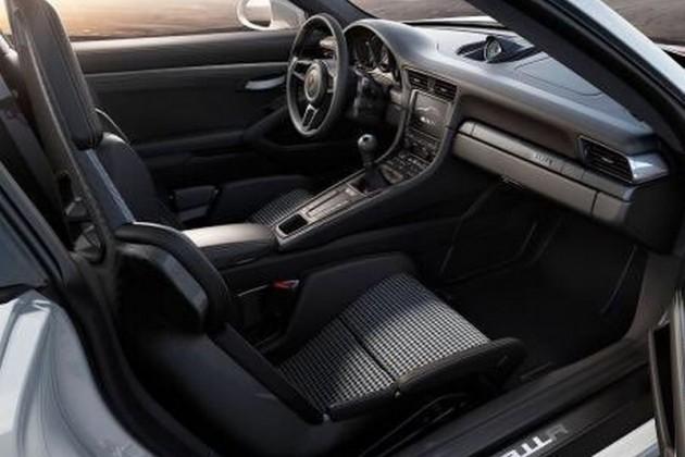 2016 Porsche 911 R-interior