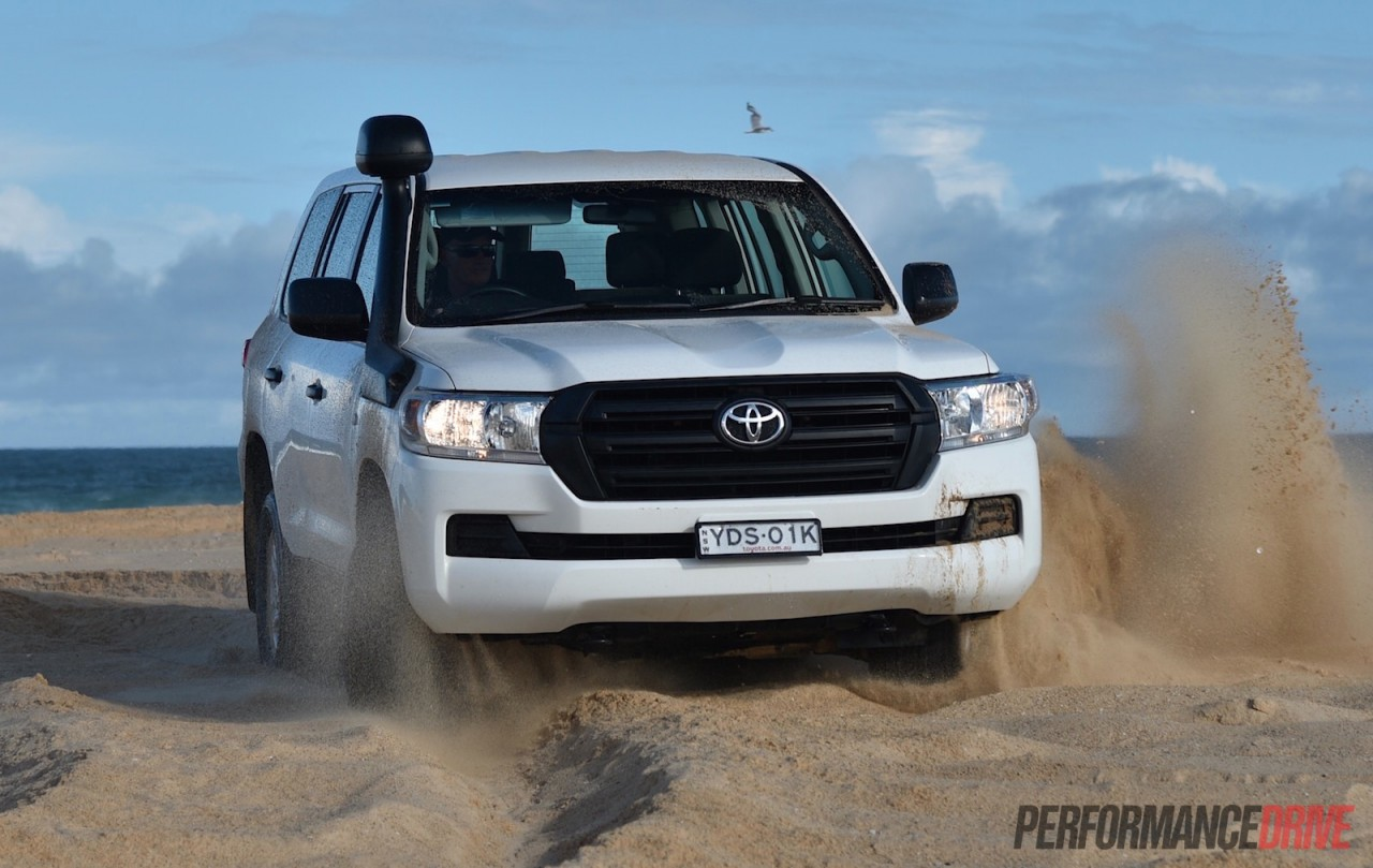 2016 toyota landcruiser gx review video performancedrive. Black Bedroom Furniture Sets. Home Design Ideas