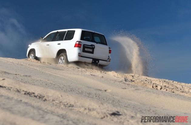 2016 Toyota LandCruiser GX-sand driving