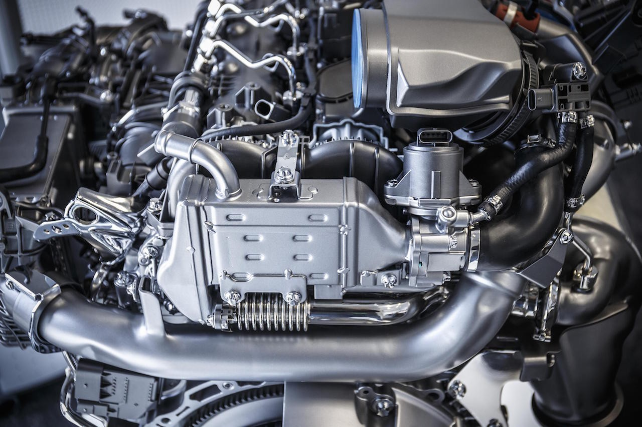 Mercedes reveals new 39 om 654 39 2 0td company 39 s first for Mercedes benz engine