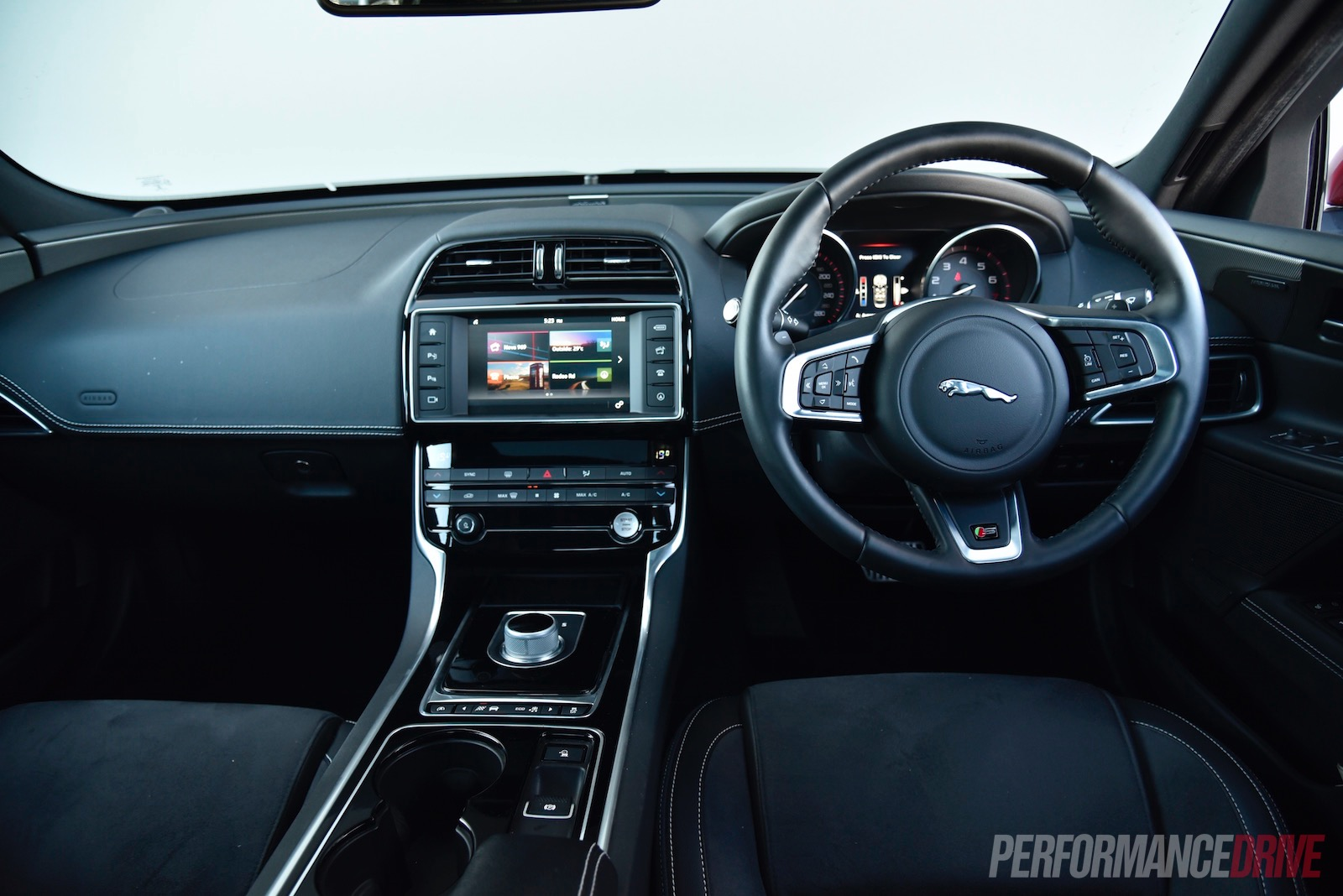 Jaguar xe 2016 interior images for Images of interior