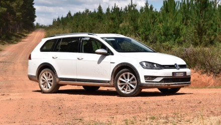 2016 Volkswagen Golf Alltrack review (video)
