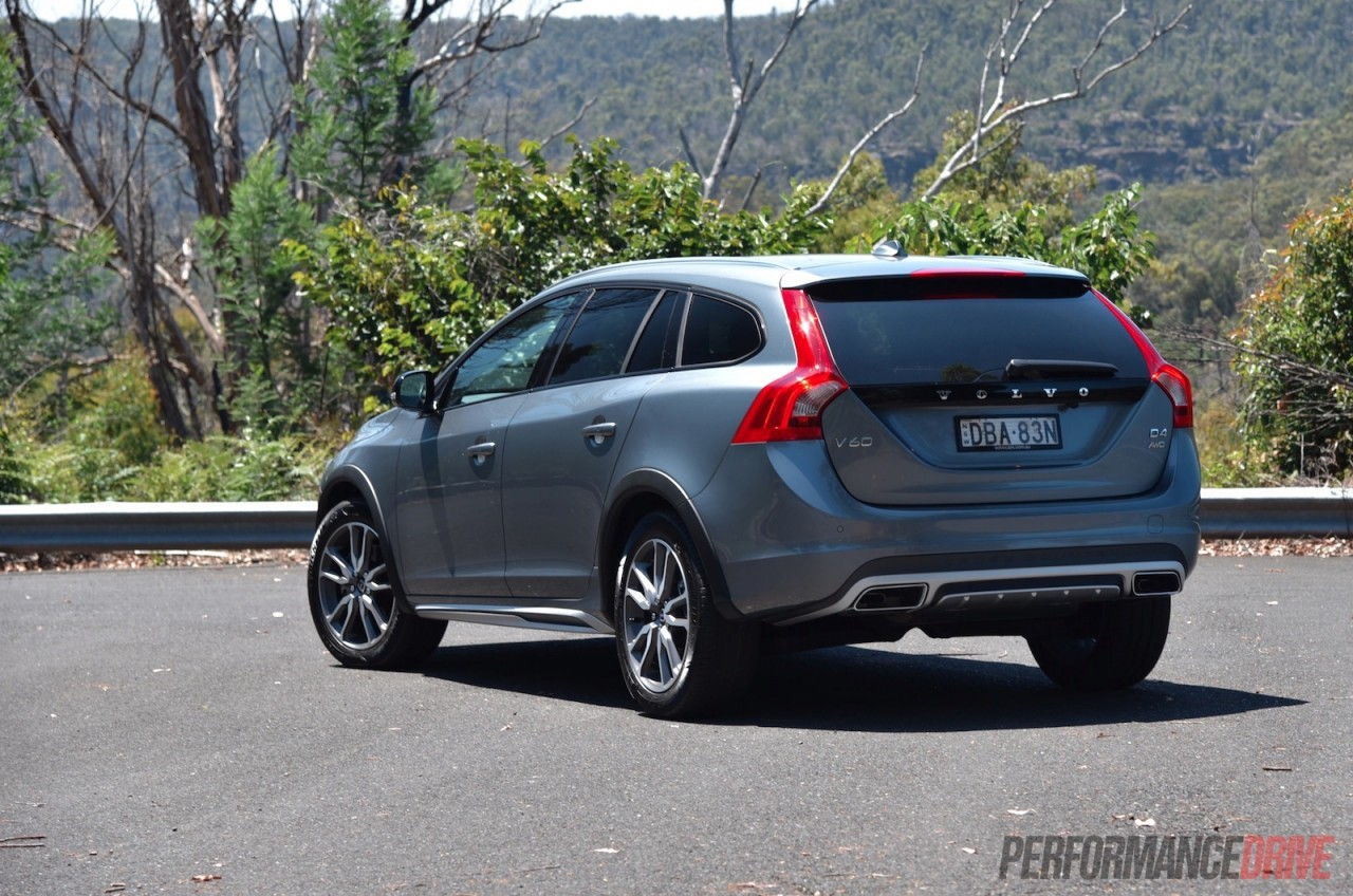 2016 volvo v60 cross country d4 review video performancedrive. Black Bedroom Furniture Sets. Home Design Ideas