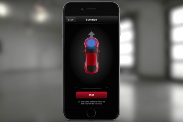 Tesla Model S Summon parking app