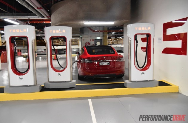 Tesla Model S-recharge The Star