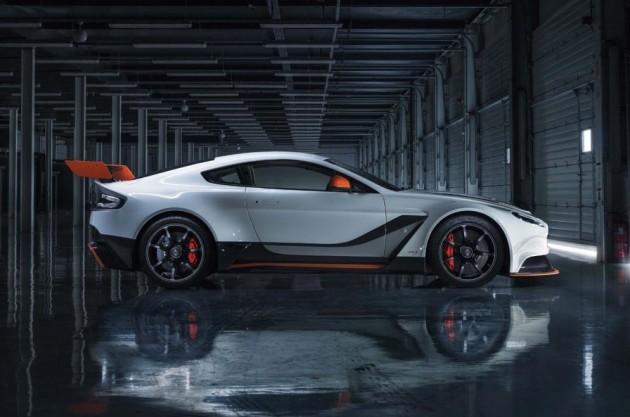 2015-Aston-Martin-Vantage-GT12