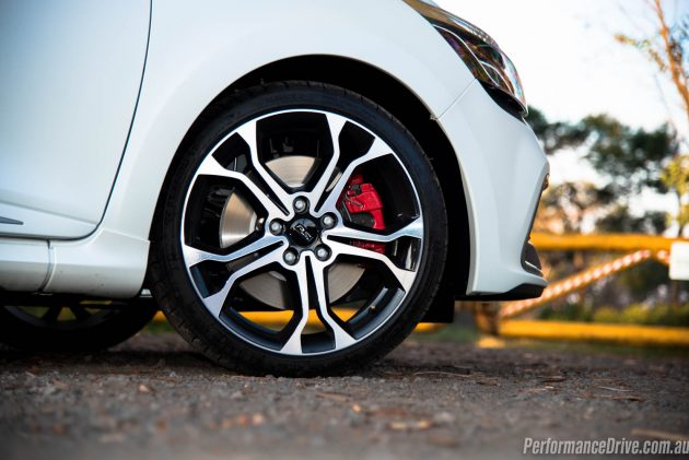 2016 Renault Clio RS 220 Trophy-wheels