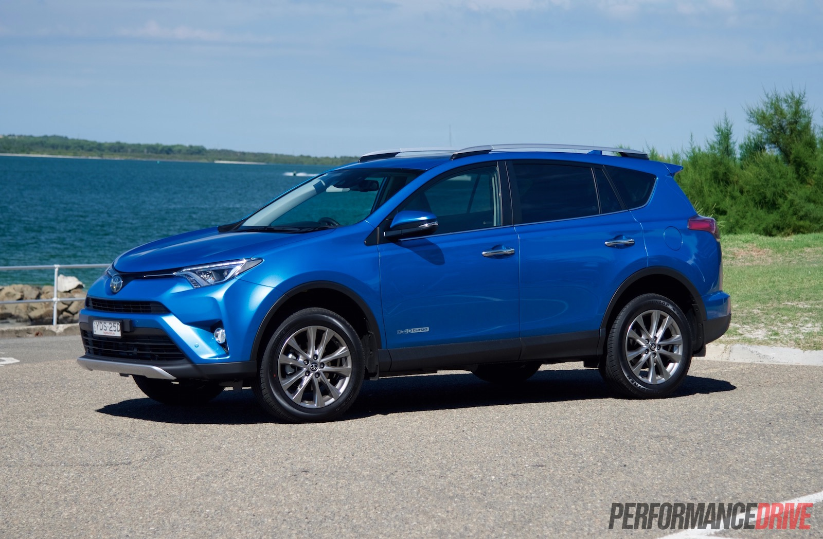 2016 toyota rav4 cruiser diesel review quick test video performancedrive. Black Bedroom Furniture Sets. Home Design Ideas