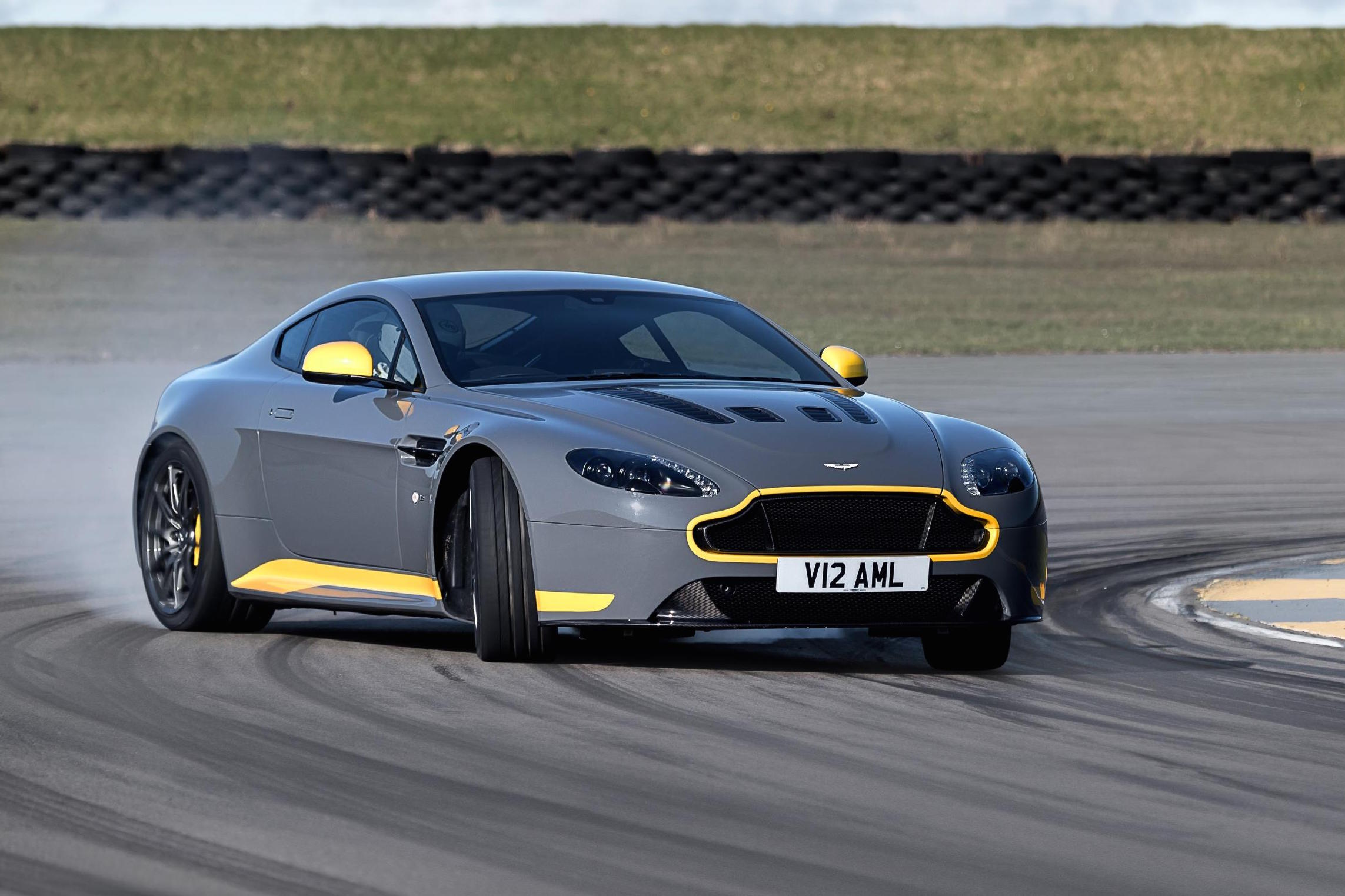 my17 aston martin v12 vantage s debuts 7spd manual option. Black Bedroom Furniture Sets. Home Design Ideas