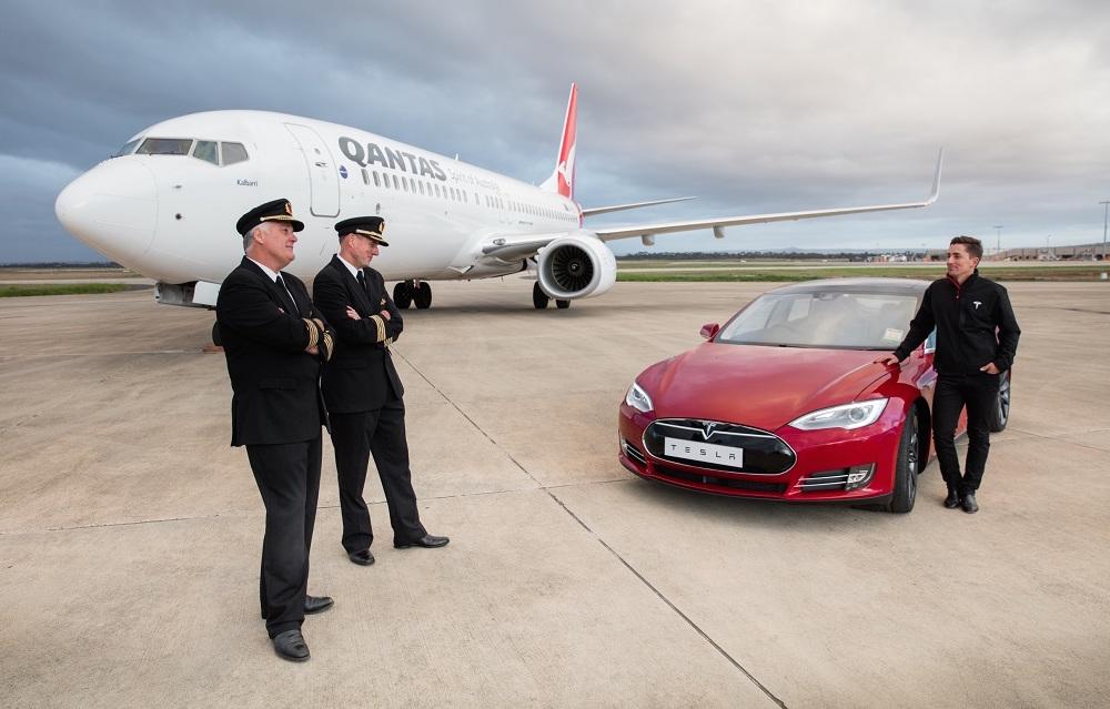 Tesla Model S P90D vs Qantas Boeing 737 jet: runway race (video ...