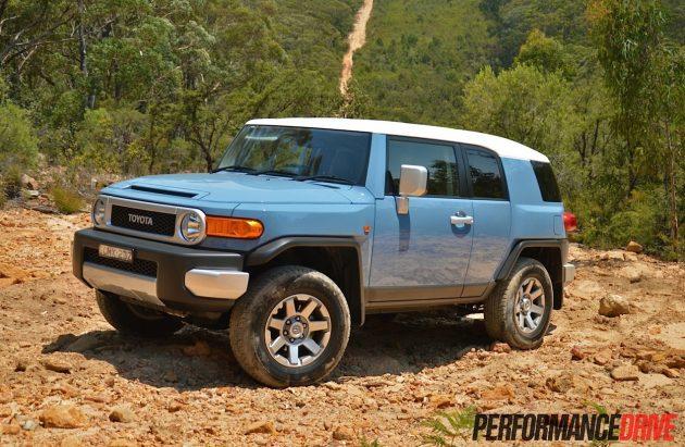 2014-Toyota-FJ-Cruiser-Retro-Blue