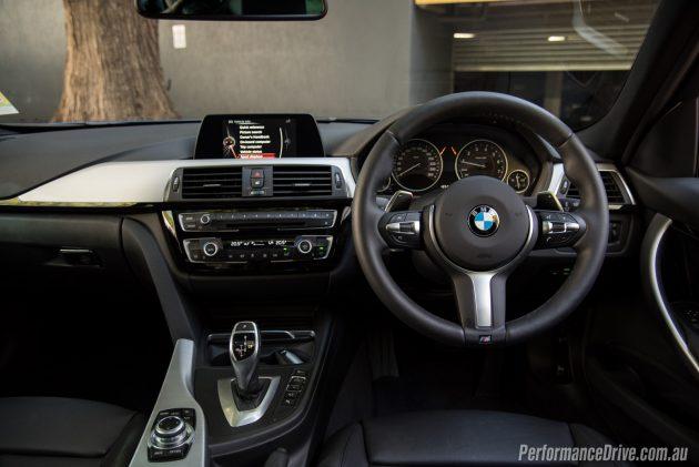 2016 BMW 320i M Sport-dash