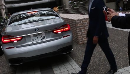 New BMW 7 Series remote parking system detects people (video)
