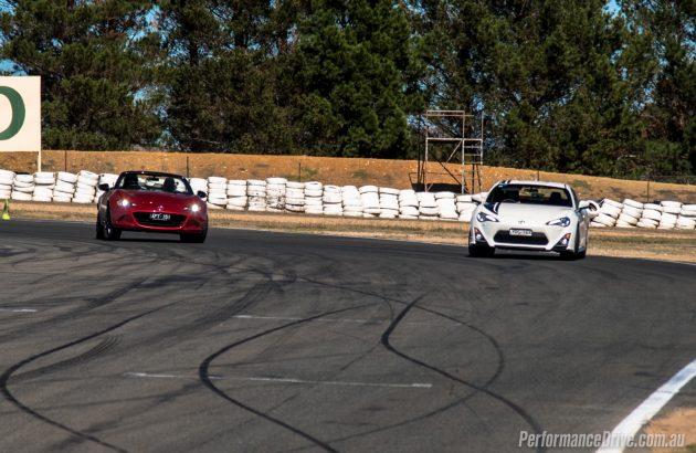 2016 Mazda MX-5 vs Toyota 86-drift