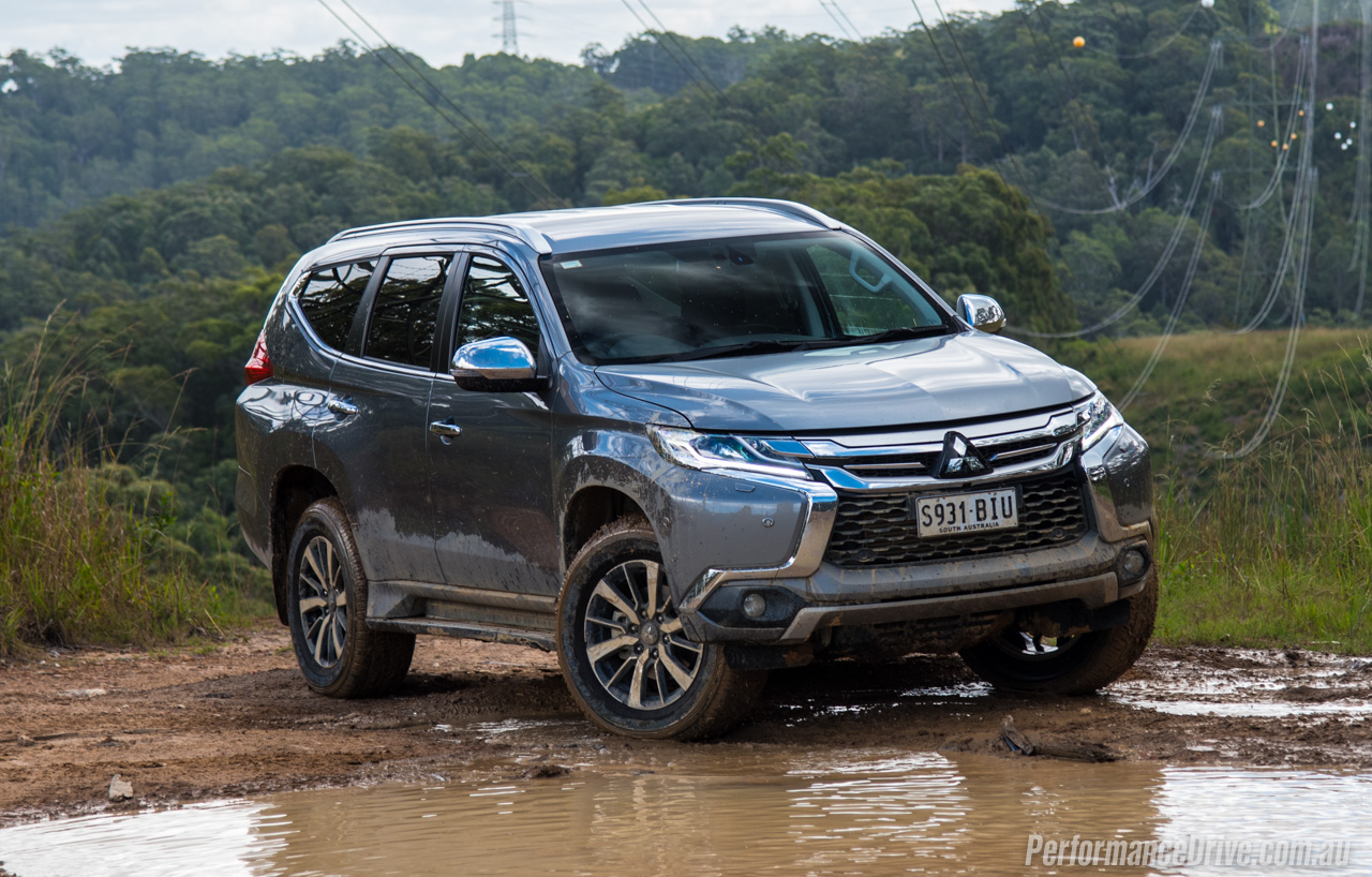 2016 mitsubishi pajero sport review video performancedrive. Black Bedroom Furniture Sets. Home Design Ideas