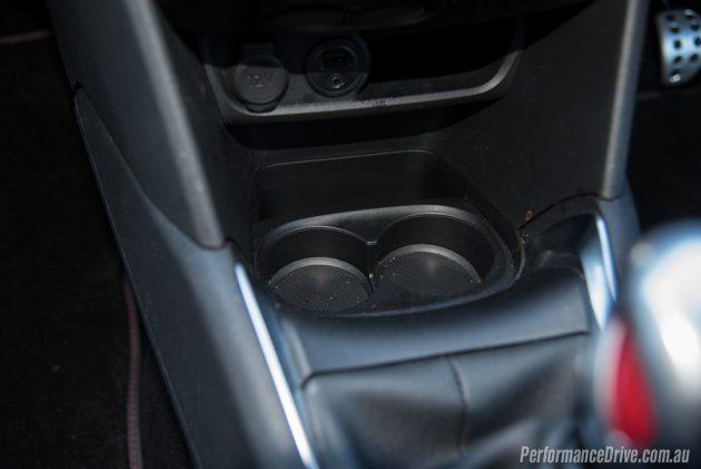 2016 Peugeot 208 GTI-cup holders