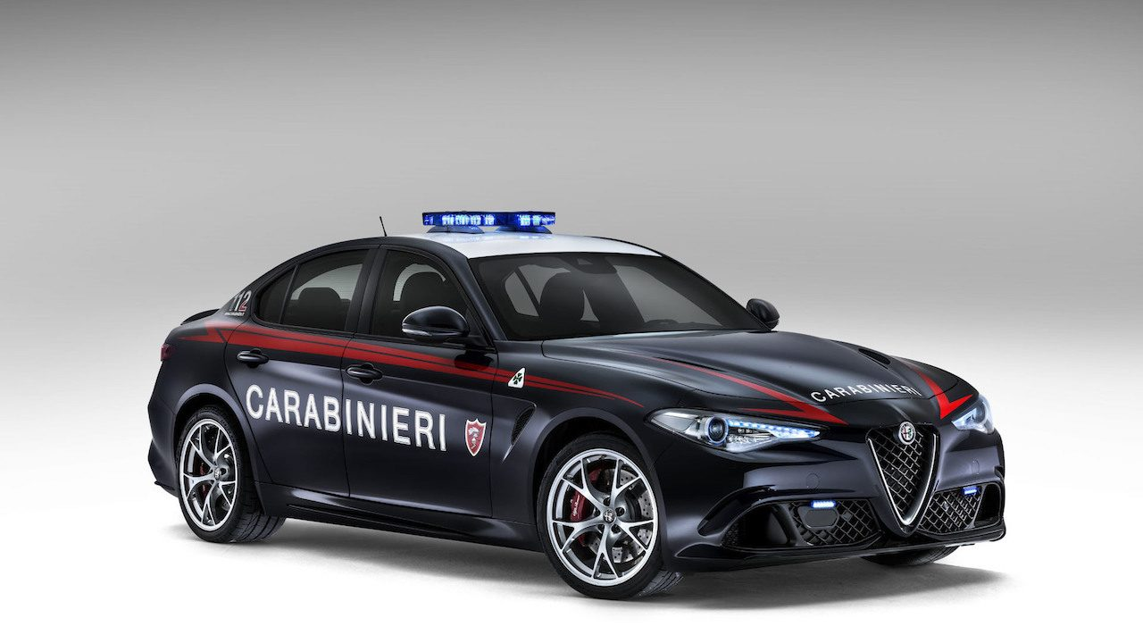italian carabinieri get two alfa romeo giulia qv police cars performancedrive. Black Bedroom Furniture Sets. Home Design Ideas