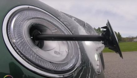 Check out Bentley Bentayga's cool headlight washer (video)