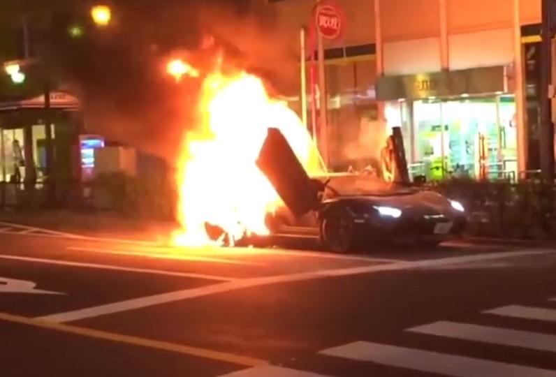 Video: Lamborghini Aventador catches fire in Tokyo ...