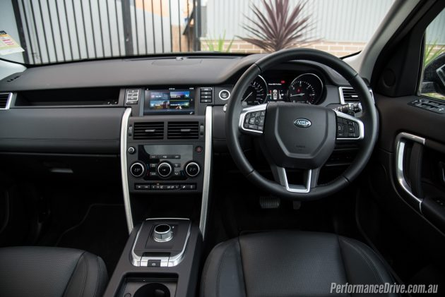 Land Rover Discovery Sport TD4 SE-dash