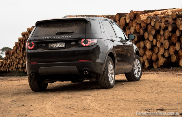 Land Rover Discovery Sport TD4 SE-rear