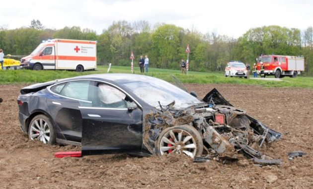 Tesla Model S crash Germany