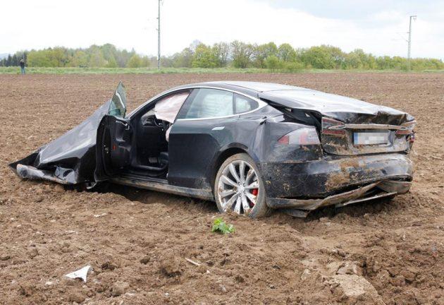 Tesla Model S crash Germany-rear