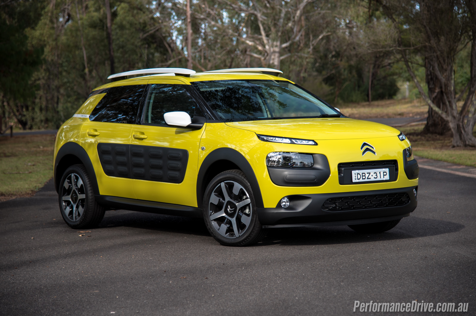 2016 citroen c4 cactus diesel review video performancedrive. Black Bedroom Furniture Sets. Home Design Ideas