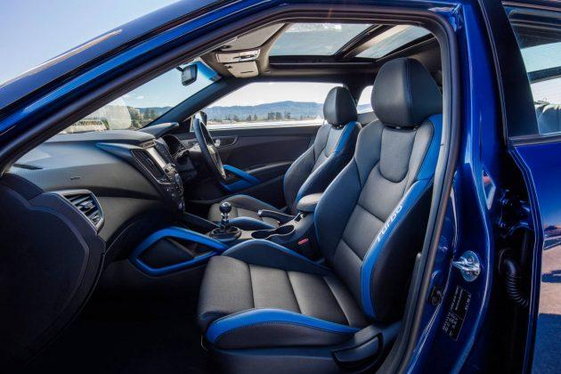 2016 Hyundai Veloster SR Turbo Street-seats