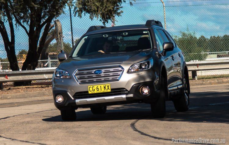 2016 Subaru Outback vs Volkswagen Passat Alltrack-2